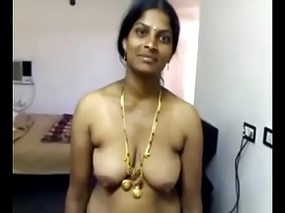 VID-20071118-PV0001-Nellore (IAP) Telugu 40 yrs old married beautiful, hot and sexy housewife aunty Vinitha showing her boobs and pussy sex porn video