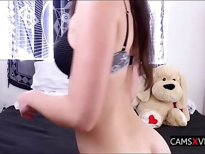 Young Girl Fucks Herself In The Ass On Cam